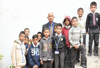 Tariq Aziz - Serving Humanity - Following Christ´s Teaching - Orphans
